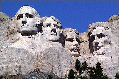 Dans le Dakota du Sud, le mont Rushmore est connu pour les statues de quatre présidents ayant marqué l'histoire des USA. Elles mesurent 18 m de haut et sont sculptées dans le granite. Qui n'y figure pas ?