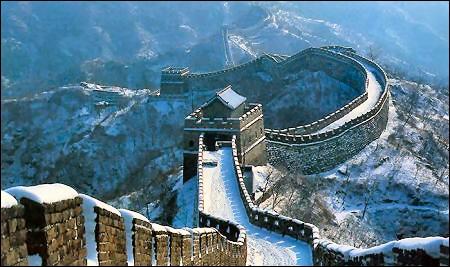 La Grande Muraille de Chine ! (Non, je ne vais pas vous demander où elle se trouve ! )... Elle a été construite pour stopper les invasions ---------.