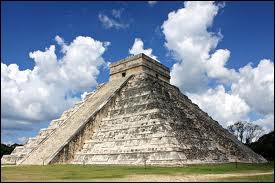 Dans quel pays peut-on escalader la pyramide de Kukulkan à Chichén Itzá ?