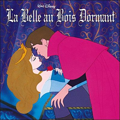 Dans la Belle au bois dormant, en quoi Flora change-t-elle les flèches lancées sur le prince par les sujets de Maléfice ?