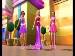 Dans quel film Raquel déchire la robe de Barbie ?