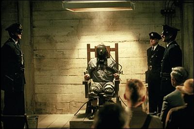 Pourquoi Edouard Delacroix brûle-t-il pendant son exécution ?
