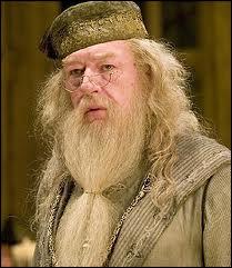 Albus Dumbledore se fait tuer :
