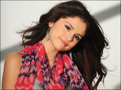 Avec qui sort Selena Gomez (en 2012) ?