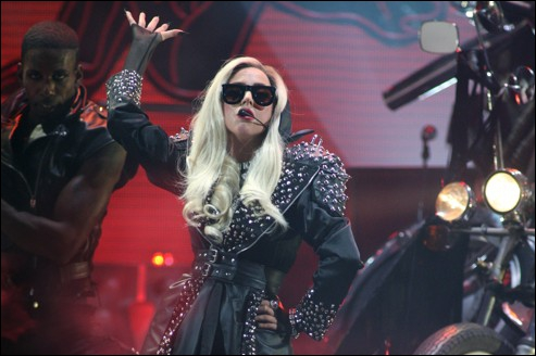 Avec qui sort Lady Gaga (en 2012) ?