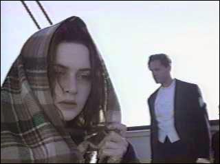 Comment Rose dit-elle s'appeler sur le bateau qui l'a secourue ?