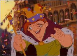 Pourquoi Casimodo porte-t-il une couronne, un sceptre et une traine de roi ?