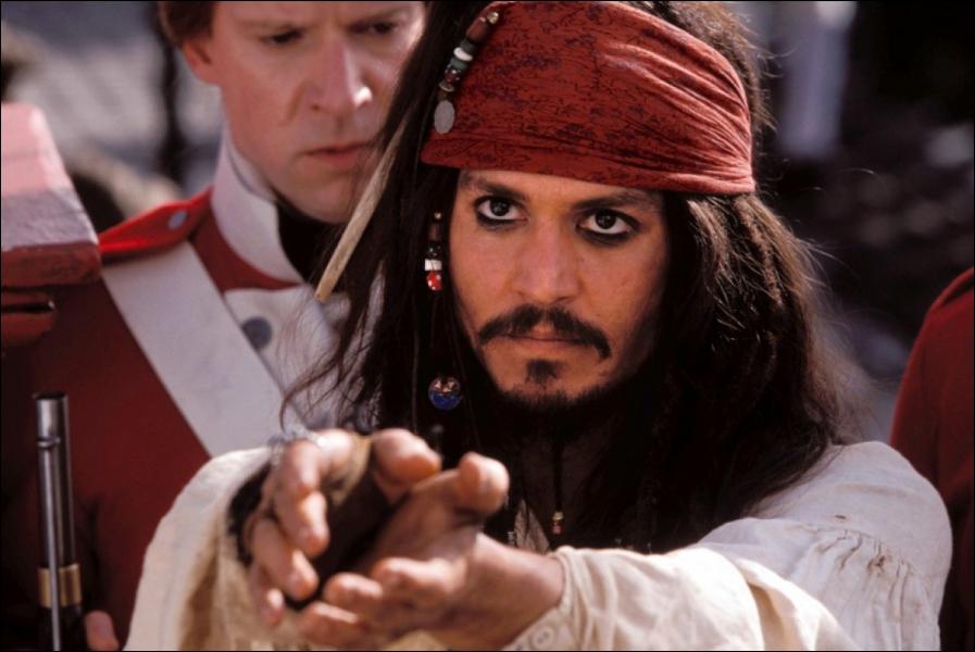 Sur quel mot Jack Sparrow insiste-t-il quand on prononce son nom ?