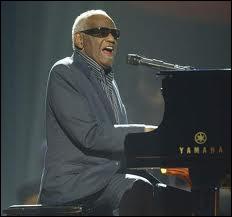 """Ray Charles (1930-2004) était surnommé """"The Genius"""". Combien de sens restait-il à l'inventeur de la musique soul ?"""