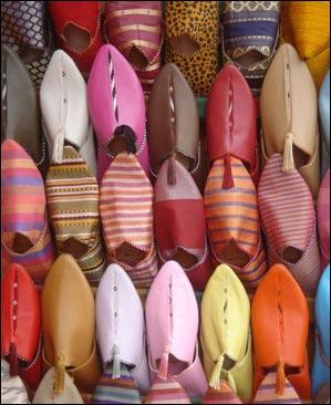 Divers : Nommez cette chaussure ou pantoufle orientale en cuir, sans talon.