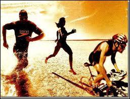 En quelle année, le premier triathlon olympique a-t-il eu lieu ?