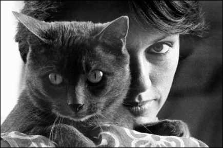 Une comédienne qui aime énormément les félins, et leur a consacré plusieurs livres, dont le très joli Les chats de hasard. Qui est-elle ?