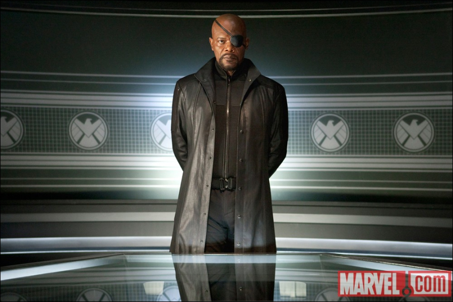 Comment s'appelle le directeur du S. H. I. E. L. D.  ?