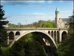 Comment se nomme ce magnifique pont ?