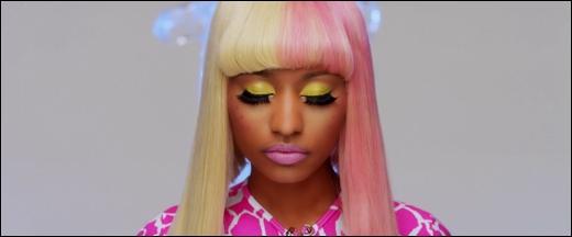 Dans quelle chanson entendons-nous Nicki Minaj chanter  Boom, badoom boom boom, badoom, boom, he got that super bass