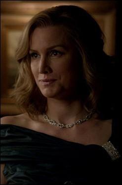 À qui appartient vraiment le collier d'Elena ?