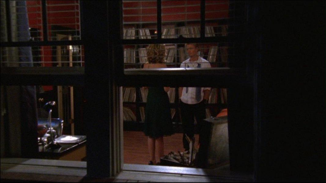 Que répond Lucas lorsque Peyton lui dit qu'elle l'aime ? (saison 4, voir capture).