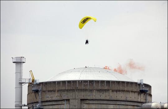 Quelle ONG a organisé une intrusion dans la centrale nucléaire de Bugey le 2 mai 2012 ?