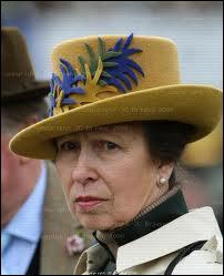 De quel contrôle fut dispensée la princesse Anne d'Angleterre lorsqu'elle participa aux JO en 1976 ?