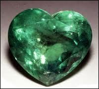 Je suis une pierre précieuse verte.