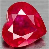 Je suis également une pierre précieuse, mais rouge.