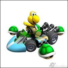 Qui est ce personnage et combien de carapaces a-t-il autour de sa voiture ?