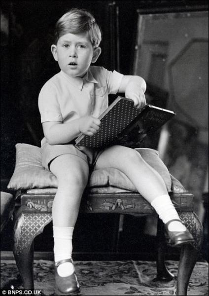 A trois ans, ce descendant des Windsor avait déjà les oreilles ... attentives, nous sommes ...