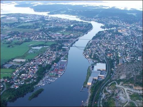 Le Glomma (ou Glåma) est le plus long fleuve de son pays. Après un parcours d'un peu plus de 600 km il se jette dans le détroit de Skagerrak, détroit qui s'ouvre sur la mer du Nord. Le Glomma est...