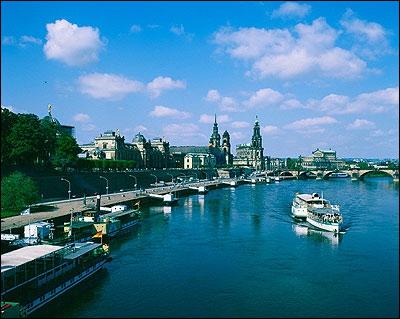 Après un parcours de près de 1 100 km, dont plus de 700 en Allemagne, l'Elbe se jette dans la mer du Nord, peu après Hambourg. Dans quel pays prend-il sa source ?
