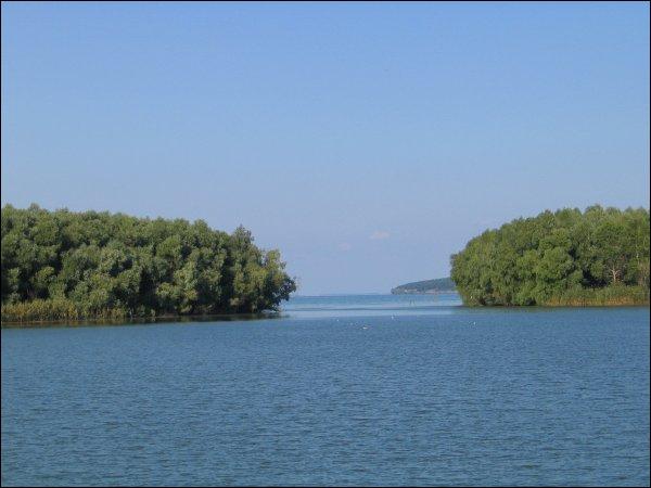 Quel est le fleuve qui se jette dans la mer Noire après avoir traversé l'Ukraine du nord au sud ?