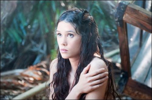 Dans  Pirates des caraïbes 4  l'actrice  Àstrid Bergès-Frisbey  qui joue  Syrena  et née dans quelle ville ?