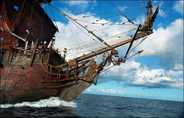 Quel est le nom du bateau du capitaine Barbe-Noire ?