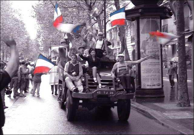 Quelle est la figure de style présente dans la phrase de Charles de Gaulle  Paris ! Paris outragée ! Paris brisée ! Paris martyrisée ! Mais Paris, libérée !   ?