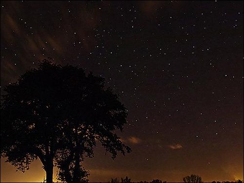 Quelle est la figure de style présente dans le vers de Corneille  L'obscure clarté qui tombe des étoiles  ?