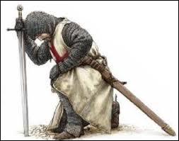 Square du Temple vint s'installer vers 1140, un ordre fondé en 1118 afin de défendre le Saint Sépulcre. En 1313, Philippe le Bel les fit excommunier et leur grand maître fut brûlé vif. Il s'agit des :