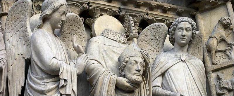 D'abord voie romaine, cette rue, une des plus ancienne de Paris, fut ensuite mise à l'honneur par Ste Geneviève et se couvrit de chapelles et d'établissements religieux. Il s'agit de :
