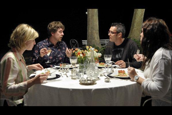 Pierre Brochant invite François Pignon, pour se moquer de lui et d'autres malheureux convives. Pour cela avec ses amis, ils organisent des...