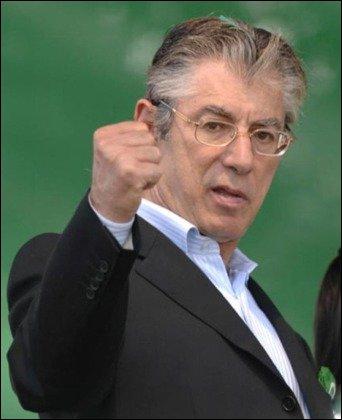 De quel parti italien Umberto Bossi a-t-il démissionné le 5 avril ?