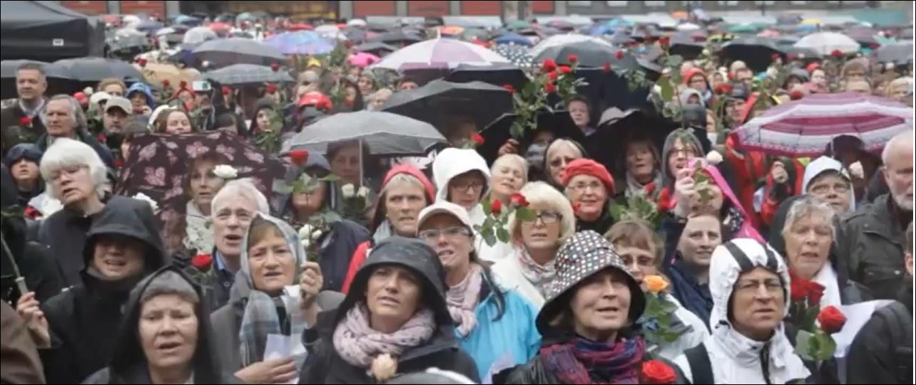 Qu'ont fait plusieurs milliers de Norvégiens le 23 avril pour protester contre Anders Breivik, l'auteur de la tuerie en juillet 2011, jugé à Oslo ?