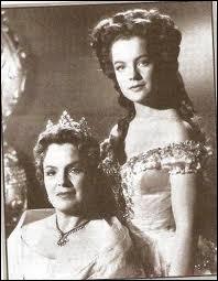 Au cinéma, c'est Romy Schneider qui a interprété Sissi, avec à ses côtés, une dame portant le même nom de famille qu'elle, Magda Schneider. Quel est leur lien de parenté ?