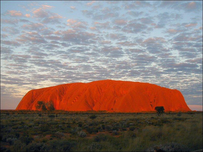Ce monolithe est probablement la roche la plus grande du monde. Où se trouve-t-il ?