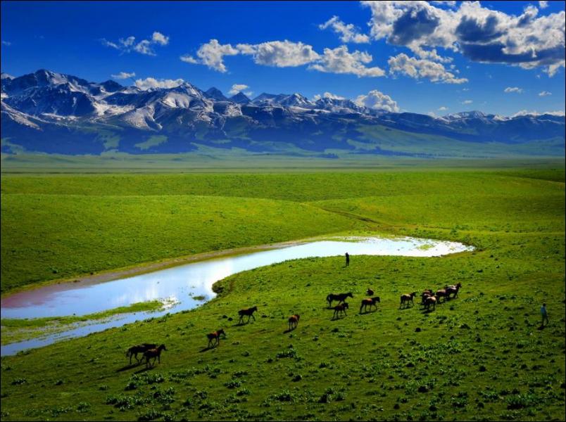 Ce magnifique paysage était jadis au cœur du plus grand empire de l'histoire. Où se trouve-t-il ?