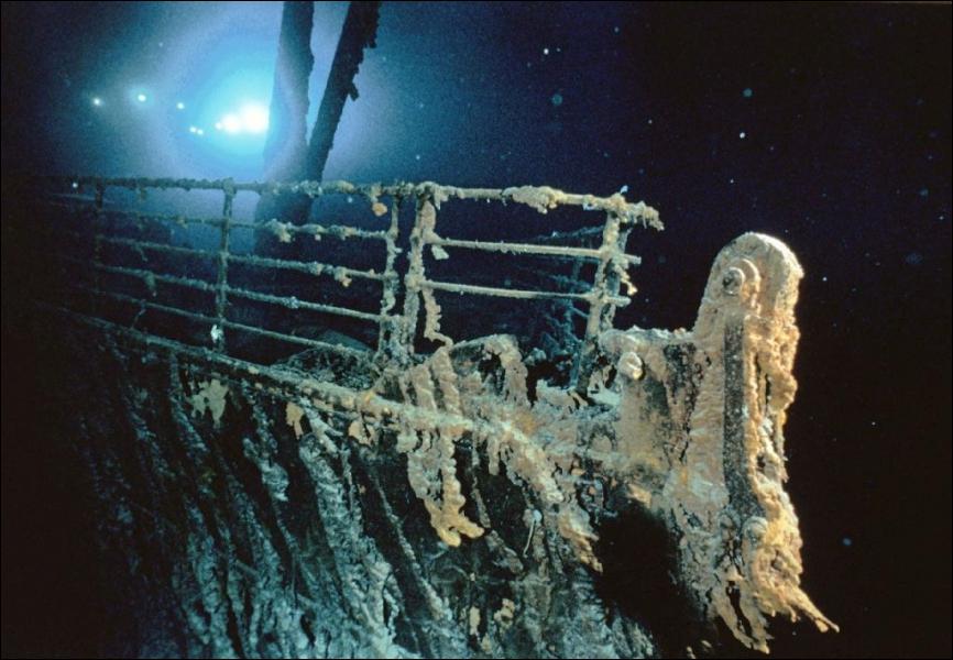 Au début du film, une équipe de chercheurs retourne sur le Titanic. Mais que cherchent-ils ?