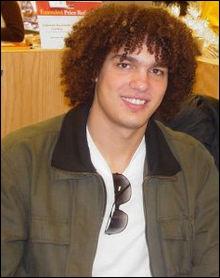 Joueur de basket américain, il évolue avec les Cavaliers de Cleveland depuis 2004. Qui est-ce ?