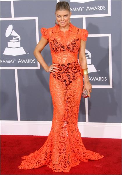 C'est un grand couturier français, Jean-Paul Gaultier, qui a commis la robe que porte ici ?