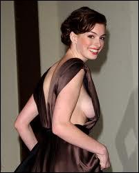 Parfois la coupe de la robe n'est pas adaptée aux courbes de qui la porte ! Qui en fait les frais ici ?
