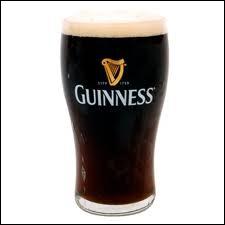 La stout, dont la Guiness est la première à avoir été créée, est une bière noire, qui provient de quel pays ?