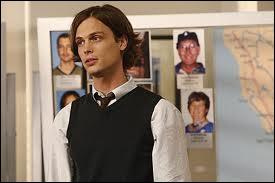 Au cours de la saison 5, on voit Reid qui se déplace avec des béquilles... Qu'est-ce qui lui a valu cette blessure ?