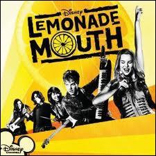 Dans Lemonade Mouth  qu'est-il arrivé au chat d'Olivia ?