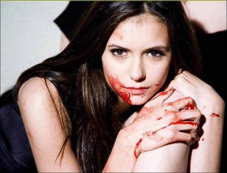 Avec le sang de qui Elena devient-elle un vampire ?